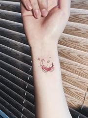15款女神纹身小清新纹身月亮简单个性线条纹身图案