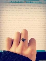 手指心电图简约纹身图案