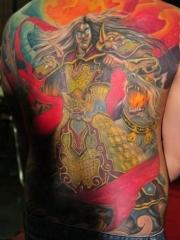 满背色彩浓郁的二郎神纹身图案