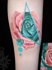 漂亮的花朵纹身粉红小清新几何花纹身图案