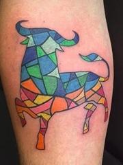 简单个性线条纹身动物公牛头纹身和毕加索纹身图案