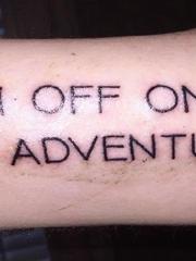 男性黑色粗线条纹身手臂纹身花体英文字纹身图片
