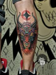 男人腿部经典时尚的羊头纹身图案