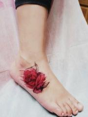 脚背清新红玫瑰纹身图案