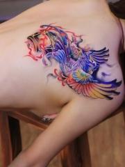 美女后背彩绘凤凰刺青图案