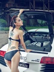 车模金美辛背部美人鱼纹身图案