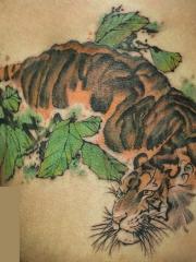 臀部水墨卧虎彩绘纹身图案