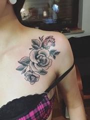黑色簡單個性線條紋身點刺紋身玫瑰花圖案大全