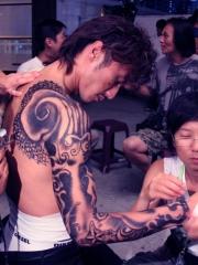 谢霆锋赤裸秀半甲纹身图案