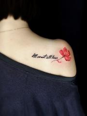 美女披肩的英文和花蕊纹身图案