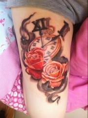 好看的玫瑰怀表纹身图案