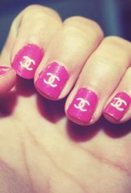 簡單的香奈兒圖案粉色平頭彩繪美甲款式圖片