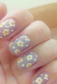 小清新简单的菊花彩绘美甲图片