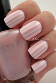 简单的白色搭配粉色条纹彩绘美甲图片