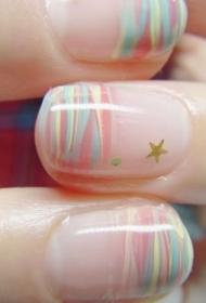 不規則彩色條紋短指甲彩繪美甲圖片