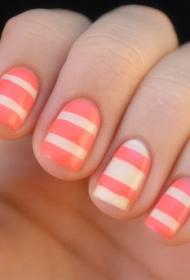 2017新款春夏簡單可愛的粉色搭配白色條紋短指甲美甲圖片