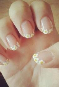 简单小菊花彩绘法式美甲图片