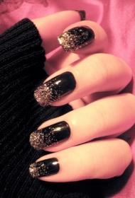 黑色搭配金色亮片美甲款式圖片