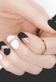 2017新款简单又好看的黑白搭配短指甲美甲图片
