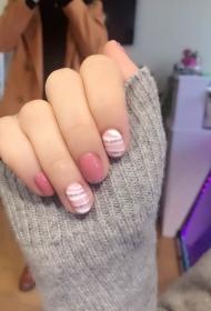 小清新粉色美甲款式韓國光療美甲圖片