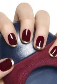 簡單的酒紅色加金色短指甲法式美甲圖片