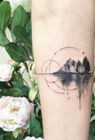 一组诟谇灰风格纹身点刺纹身繁单线条纹身图案