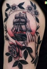 手臂上彩色纹身点刺技巧纹身小帆船花边纹身图片