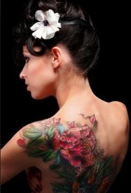 美女背部性感鲜艳的牡丹花纹身图案