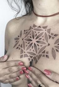 一组黑白点刺风格简单个性线条纹身图案