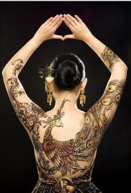 个性女子满背漂亮的孔雀彩绘纹身图案