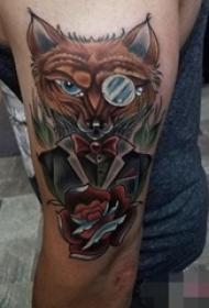 男生手臂上彩绘动物点刺技巧狐狸纹身图片