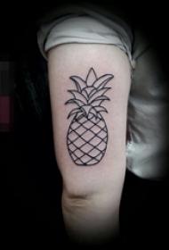 女生手臂上黑色线条创意菠萝纹身图片