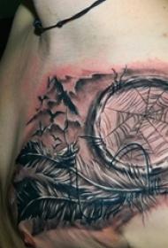 男生胸口上黑灰素描点刺技巧捕梦网和羽毛纹身图片