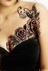 女生锁骨下黑色素描点刺技巧创意唯美花朵纹身图片
