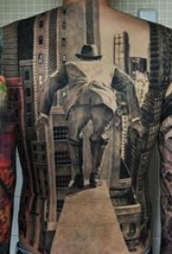 男生满背黑灰点刺建筑和人物肖像纹身图片
