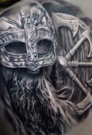 男生后背上黑灰点刺盔甲霸气战斗武士纹身图片
