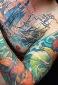 男生手臂上彩绘水彩创意个性花臂纹身图案