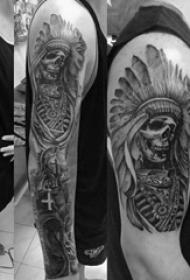 男生手臂上黑灰色花臂印第安头饰与骷髅纹身图片