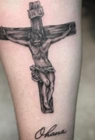 男生小腿上黑灰点刺十字架和耶稣纹身图片