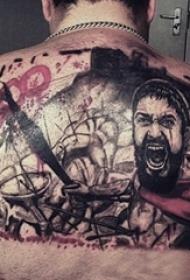 男生背部黑灰素描点刺技巧创意战士纹身图片