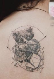 女生背部黑色线条几何元素创意泰迪熊纹身手稿
