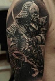 男生手臂上帅气黑色点刺盔甲武士纹身图片