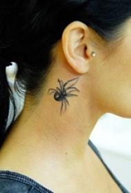 女生耳后黑灰素描点刺技巧创意蜘蛛3d纹身图片
