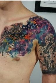 男生肩部彩绘渐变星空元素简单线条山脉纹身图片