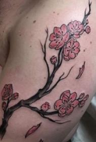 男生手臂上彩绘渐变简单线条植物梅花纹身图片