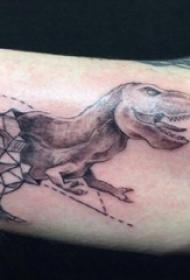 男生手臂上黑灰点刺几何线条恐龙纹身图片