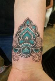 男生手腕上彩绘水彩素描蕾丝元素文艺唯美纹身图片