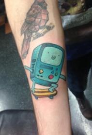男生手臂上彩绘水彩素描创意可爱机器人纹身图片