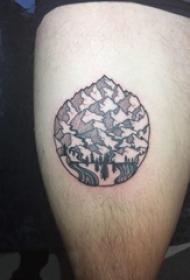 男生大腿上黑灰点刺抽象线条植物和山脉风景纹身图片