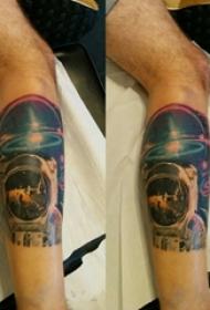 男生小腿上彩绘水彩素描创意宇宙宇航员纹身图片